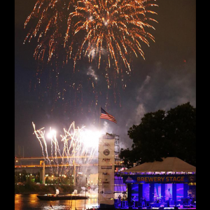 4th of July fireworks over the stege amd Willametter River
